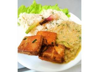 Grilované tofu v marináde a cuketovo kôprová omáčka