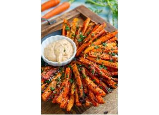 Pečené mrkvové hranolčeky s dresingom