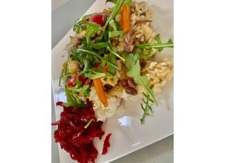 Ryža s fazuľkami adzuki a zeleninou, cviklový šalát